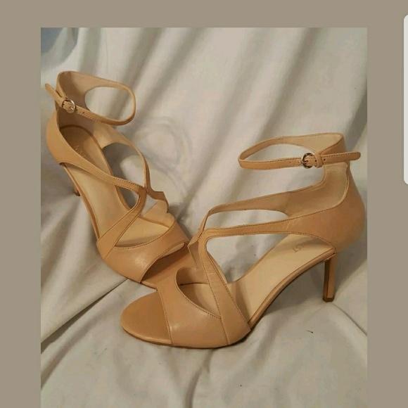 31584fa522 Nine west nude heels 9 M Gerbera like new back zip.  M_5a64f186caab44d73152fe5b